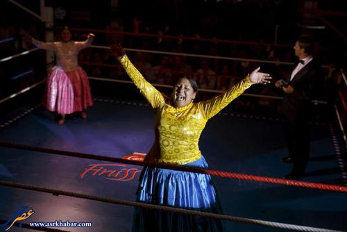 "Bolivian wrestler Yenny Mamani, nicknamed Martha ""La Altena"" (C) reacts during a wrestling bout against Leonor Cordova of Bolivia, nicknamed Anglea ""La Simpatica "", in Madrid, Spain, October 8, 2015. REUTERS/ Juan Medina"